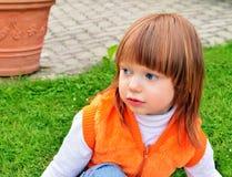 Kleines Mädchen in einer Weste Lizenzfreie Stockbilder