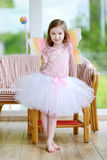 Kleines Mädchen gekleidet als Fee Lizenzfreie Stockfotos