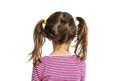 kleines Mädchen, getrennt auf weißem Hintergrund, rückseitiges v lizenzfreies stockfoto