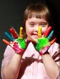 Kleines Mädchen haben Spaß Stockbild