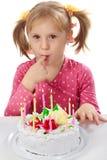 Kleines Mädchen in ihrem Geburtstag Stockfotografie