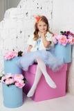 Kleines Mädchen an ihrem Haus Lizenzfreies Stockbild