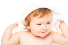 Kleines Mädchen im Badtuch Stockfotos