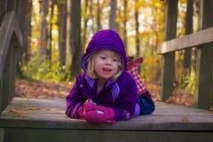 Kleines Mädchen im Herbst Lizenzfreie Stockfotos
