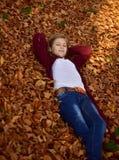 Kleines Mädchen im Herbst Lizenzfreies Stockbild