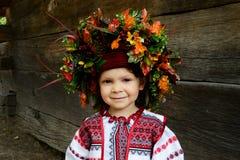 Kleines Mädchen im Nationalkostüm Lizenzfreie Stockbilder