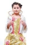 Kleines Mädchen im Prinzessinkostüm stockbilder