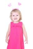 Kleines Mädchen im rosafarbenen Kleid mit Hupen Stockfotografie