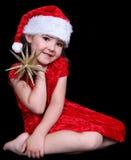 Kleines Mädchen im Sankt-Hut mit goldenem Stern. Stockfotos
