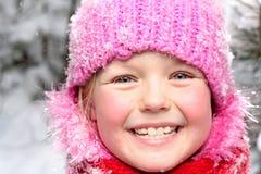 Kleines Mädchen im Schnee. Stockfotografie