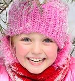 Kleines Mädchen im Schnee. Stockbilder