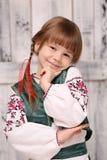 Kleines Mädchen im traditionellen ukrainischen Kostüm Lizenzfreie Stockbilder