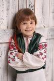 Kleines Mädchen im traditionellen ukrainischen Kostüm Stockfoto