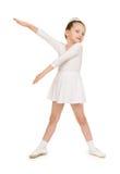 Kleines Mädchen im weißen Ballkleid Lizenzfreie Stockfotografie