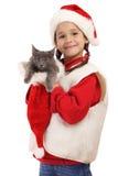 Kleines Mädchen im Weihnachtshut mit grauer Miezekatze lizenzfreies stockfoto