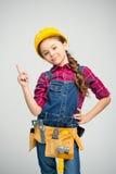 Kleines Mädchen im Werkzeuggurt lizenzfreie stockbilder
