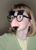Kleines Mädchen-lustige Gesichtsmaske Stockbilder