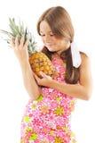 Kleines Mädchen mit Ananas Lizenzfreie Stockfotos
