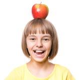 Kleines Mädchen mit Apfel Stockbild