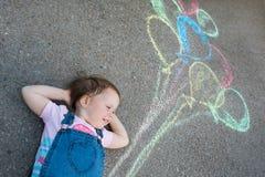Kleines Mädchen mit Ballonen Lizenzfreie Stockfotografie