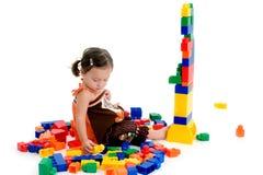 Kleines Mädchen mit Blöcken Lizenzfreie Stockfotografie