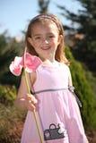 Kleines Mädchen mit Blume Lizenzfreie Stockfotos