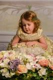 Kleines Mädchen mit Blumen Lizenzfreie Stockbilder