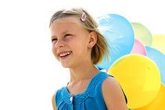 kleines Mädchen mit bunten Ballonen Stockbild