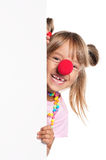 Kleines Mädchen mit Clownwekzeugspritze Stockfoto