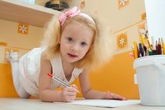 Kleines Mädchen mit dem blonden Haar Stockbild