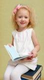 Kleines Mädchen mit dem blonden Haar Stockfotografie