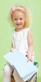 Kleines Mädchen mit dem blonden Haar Stockfotos