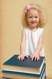 Kleines Mädchen mit dem blonden Haar Lizenzfreie Stockbilder