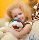 Kleines Mädchen mit dem blonden Haar Lizenzfreie Stockfotos