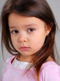 Kleines Mädchen mit dem braunen Haar Lizenzfreie Stockbilder