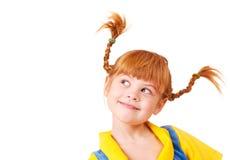 Kleines Mädchen mit dem roten umsponnenen Haar Lizenzfreies Stockbild