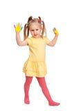 Kleines Mädchen mit den gemalten Händen Stockfotos