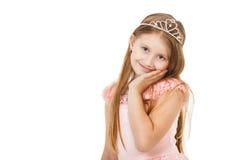 Kleines Mädchen mit einem Diadem lokalisiert lizenzfreies stockfoto
