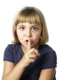 Kleines Mädchen mit einem Geheimnis Stockbild