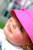 Kleines Mädchen mit einem Sonnehut Stockfotos