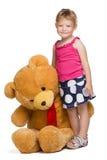 Kleines Mädchen mit einem Spielzeug Stockbilder