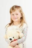 Kleines Mädchen mit einem Teddybären Lizenzfreie Stockfotografie