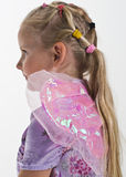 Kleines Mädchen mit feenhaften Flügeln Lizenzfreie Stockbilder
