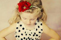 Kleines Mädchen mit geschlossenen Augen Stockfoto