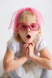 Kleines Mädchen mit Gläsern Lizenzfreies Stockbild