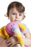 Kleines Mädchen mit ihrem Spielzeugelefanten Lizenzfreie Stockfotos