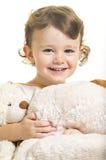 Kleines Mädchen mit ihren Spielzeughunden Lizenzfreies Stockbild