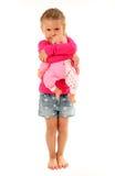 Kleines Mädchen mit ihrer Lieblingspuppe Lizenzfreie Stockbilder