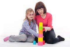 Kleines Mädchen mit ihrer Mutter Lizenzfreie Stockfotografie