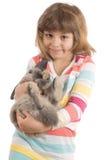 Kleines Mädchen mit Kaninchen Lizenzfreie Stockfotos